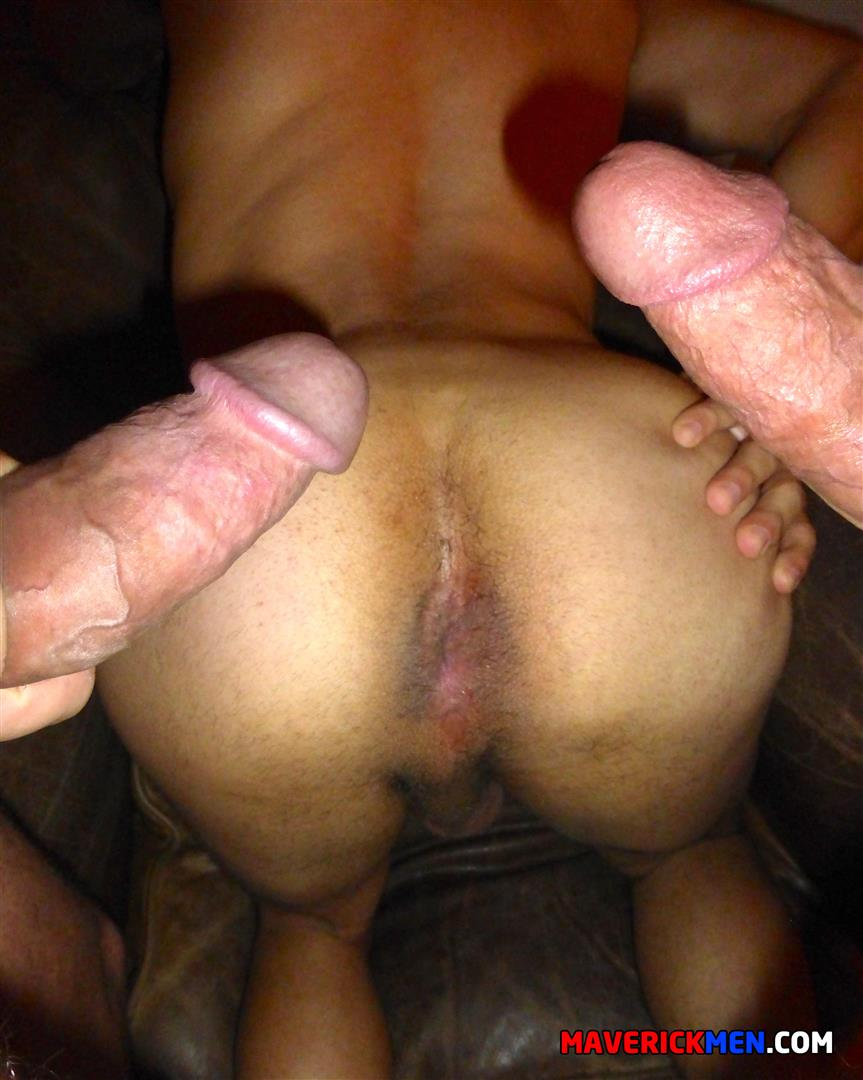 Macerick-Men-Cole-and-Hunter-and-Jason-Barebacking-Interracial-Hairy-Muscle-Daddy-Amateur-Gay-Porn-23 Maverick Men: Muscle Dads Spit-Roasting A Twink Bareback