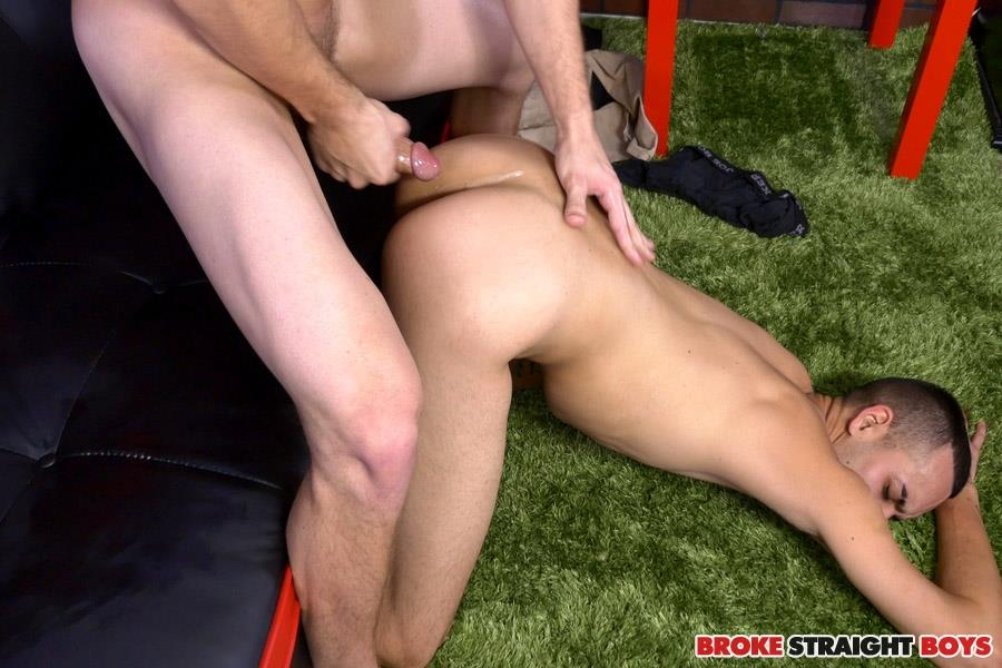 Broke-Straight-Boys-Justin-Riggs-and-Paul-Canon-First-Time-Bareback-Virgin-Amateur-Gay-Porn-26 Straight Boy Bottoms For The First Time To Earn Some Cash